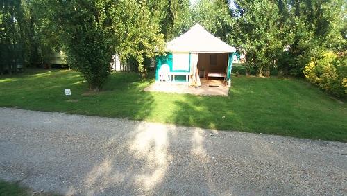 terrain verdoyant du camping