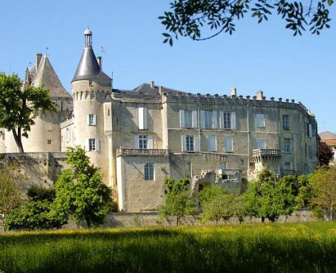 Château de Jonzac proche camping