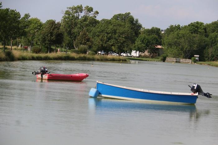 Bassin au bord du camping familial et calme