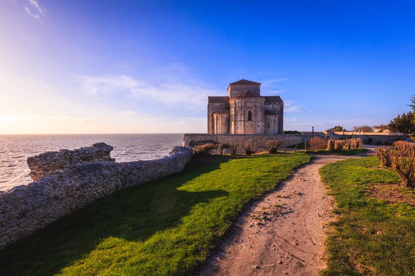 Promenade en bord de mer à Talmont sur Gironde proche du camping pas cher